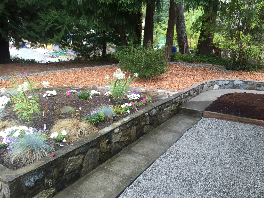 Landscaping Bark Delivery : Mulch delivery and spreading in sidney north saanich